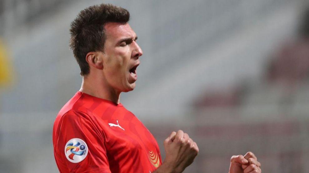 Mario Manduzkic celebra su único gol con Al-Duhail.
