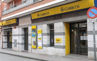 Las oficinas de Correos harán de cajero automático para el Banco Santander
