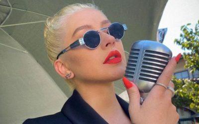 Christina Aguilera le pone su toque personal a la tendencia de botas XL